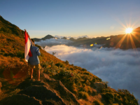 Menikmati Eksotisme Alam Gunung Rinjani Di Pura Narmada Lombok