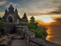 Pura Uluwatu Bali – Pura Cantik Diatas Karang Dengan Pantainya Yang Indah
