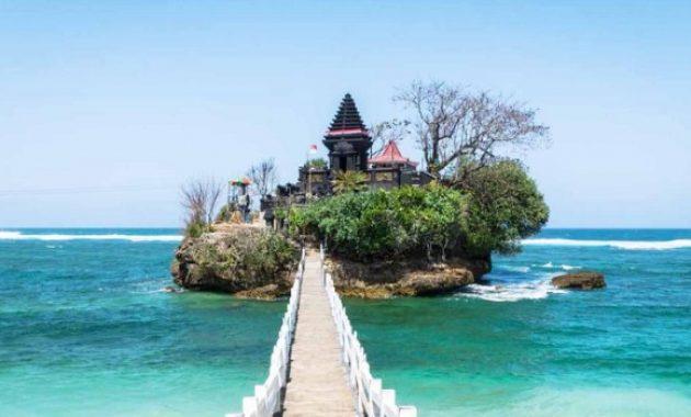 5 Daftar Wisata Pantai Di Malang Yang Harus Dikunjungi