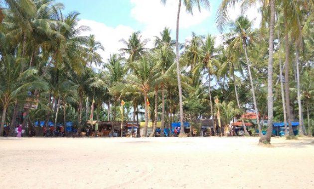 Menikmati Keindahan Wisata di Pantai Kelapa Tuban