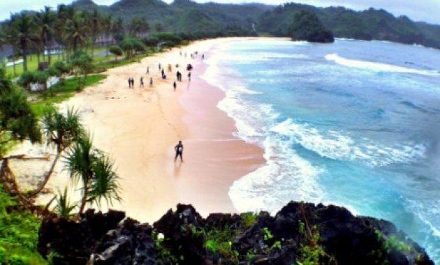 6 Daftar Wisata Pantai Pacitan Yang Menakjubkan