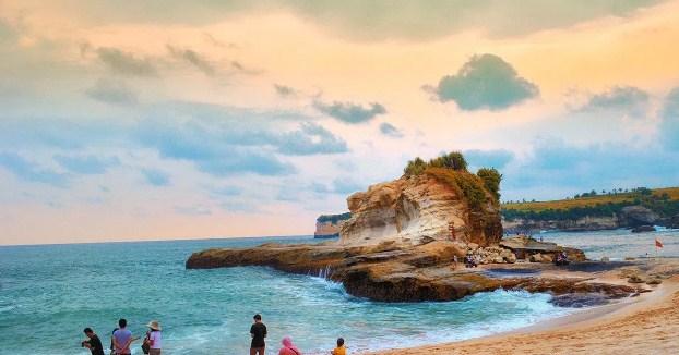 Pantai klayar surabaya