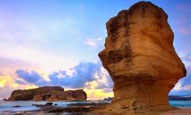 Batu Payung, Destinasi Wisata Pantai Indah dan Populer di Lombok