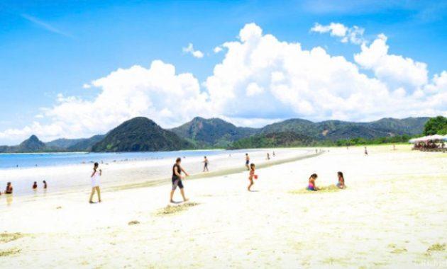 Cantiknya Permata Tersembunyi di Objek Wisata Pantai Selong Belanak Lombok