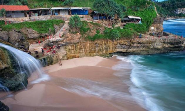 Ini Lho Objek Wisata Pantai di Pacitan yang Wajib Dikunjungi