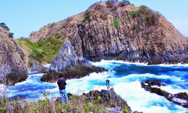 Keindahan Pantai Semeti Dan Akuarium Alam Yang Cantik
