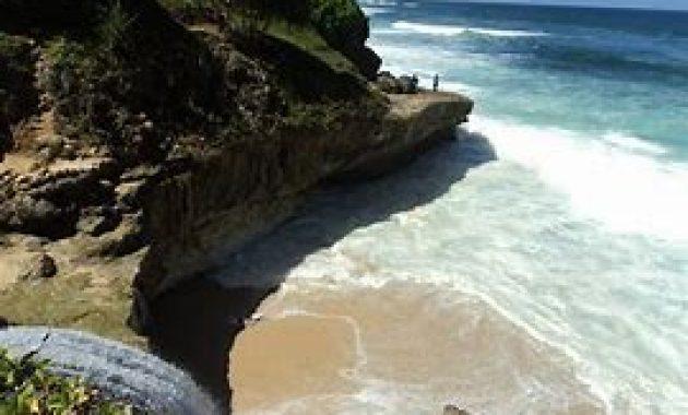 Rasakan Eksotisme Alam Di Pantai Banyu Tibo Pacitan