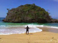Wisata Pantai Kedung Celeng, Wisata Pantai Paling Cantik Di Malang